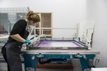 Tanja Engelberts aan het werk bij Banff Centre for Arts and Creativity in Canada, 2018 (foto: Rita Taylor).